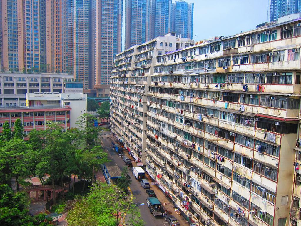 Snapshot: Hong Kong's Decaying Apartments | Bending Borders
